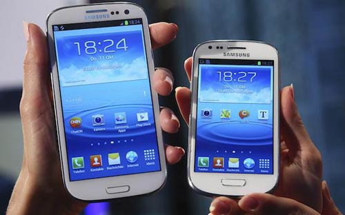 Samsung Galaxy s4 en de S4 mini in de hand